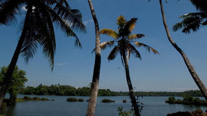 Ponnumthuruthu Island varkala