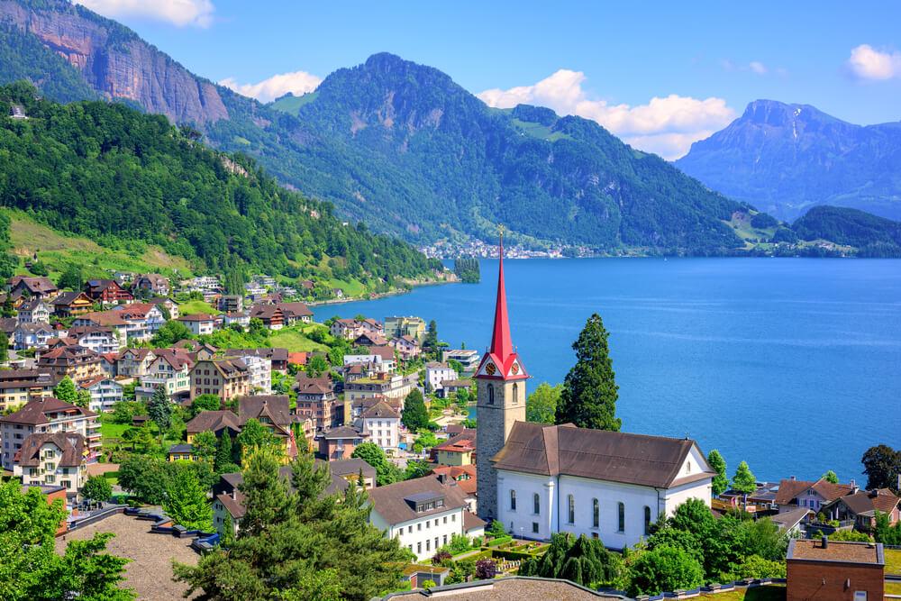 shutterstock_365421230-Lake Lucerne