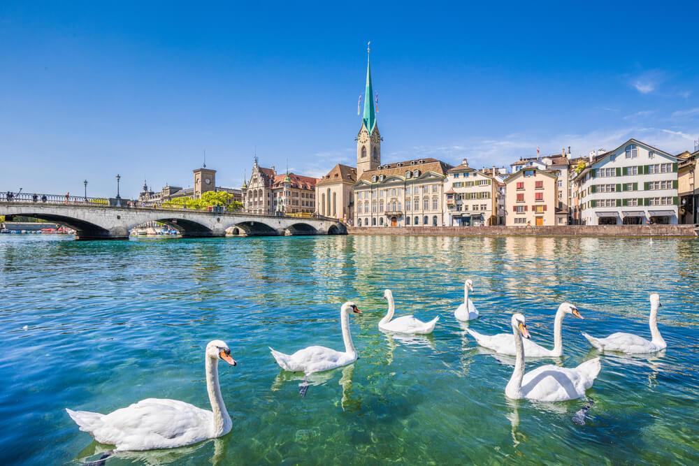 shutterstock_397729420-Lake Zurich