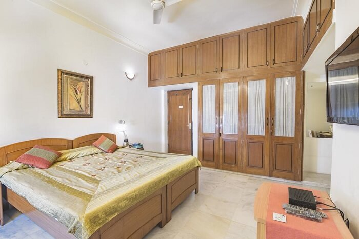 stay at Girisadan Homestay jaipur