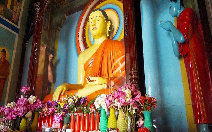 4. Vajiraramaya Temple in Colombo ss01052017