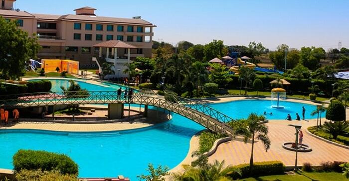 offers world class amenities