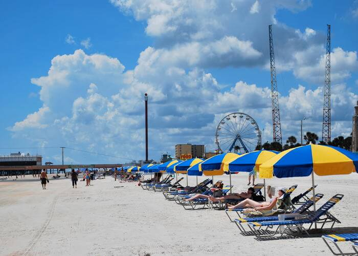 shacks on Daytona beach