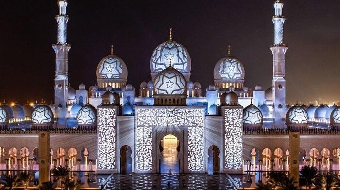 Explore Mosques Draped In Glittering Ramadan Lights in dubai