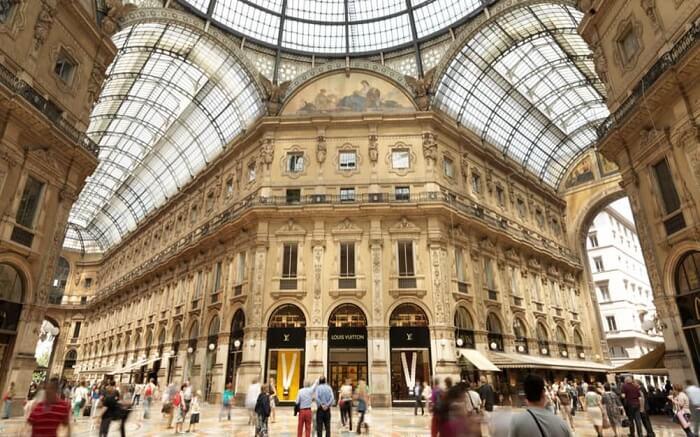 Go window shopping in the Quadrilatero d'Oro ss14052018