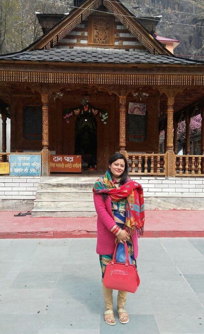 kuldeep manali honeymoon trip: near temple