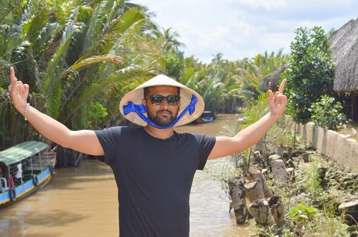 pallavi vietnam family trip: posing near river