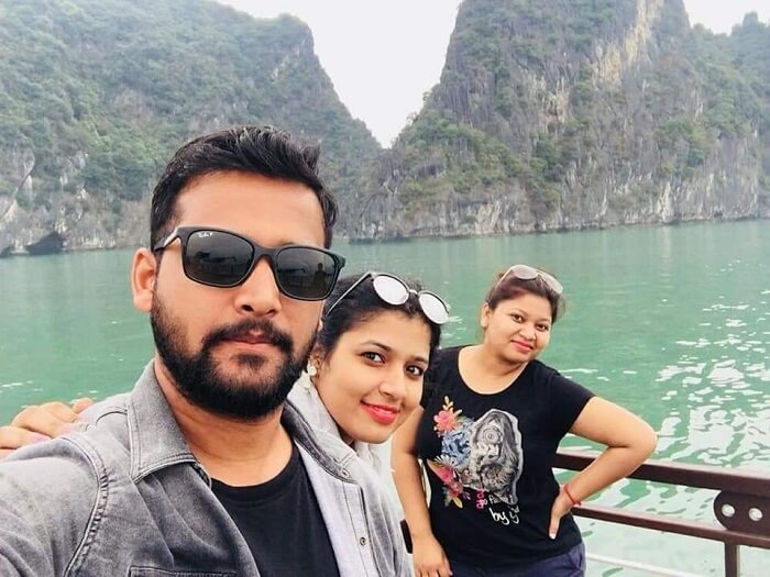 pallavi vietnam family trip: groupfie on cruise