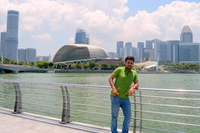 anshu singapore trip: sushant posing near waterfront