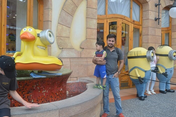 anshu singapore trip: sushant and son at minion zone