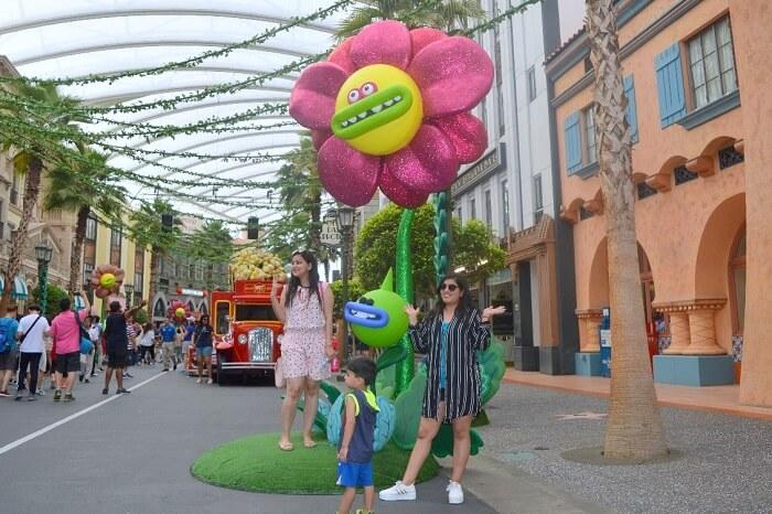 anshu singapore trip: near flower decor