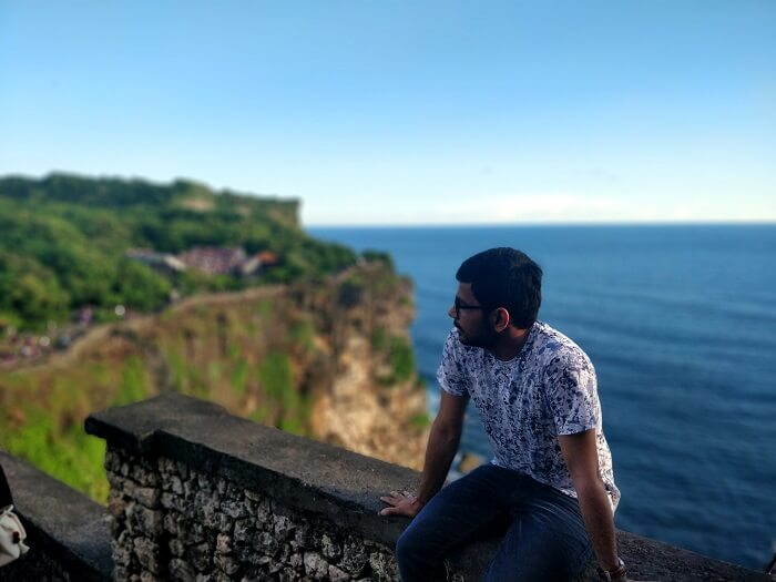 man sitting againg gorgeous view in bali