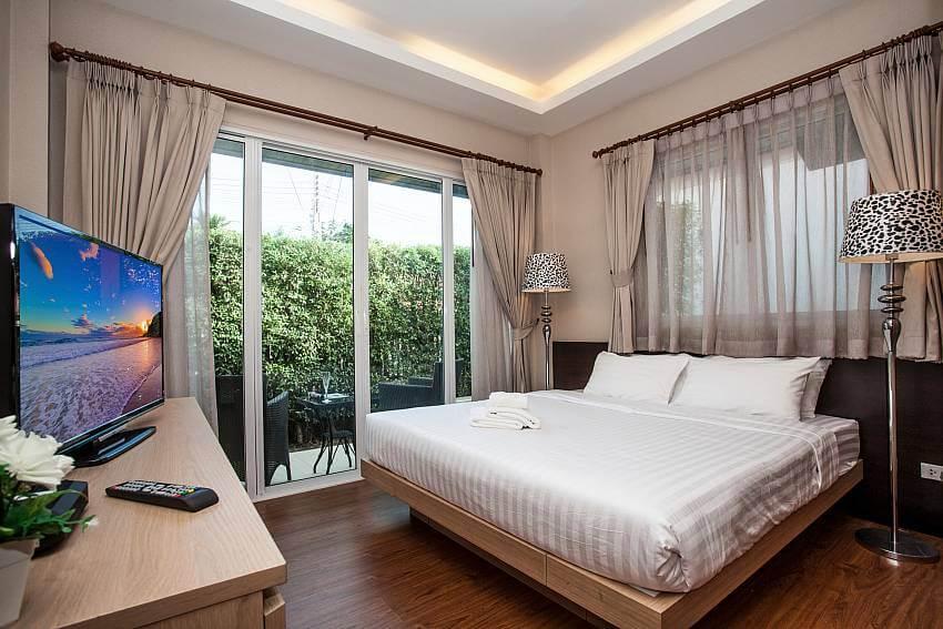 inside a bedroom of Jomtien LAmore Villa