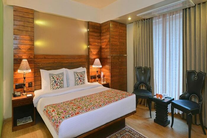 stay at RK Sarovar Portico kashmir