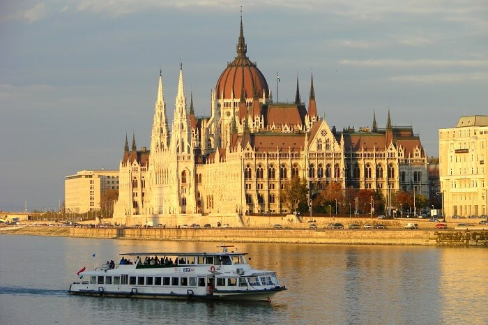 Sail, dine, and enjoy a concert n vienna