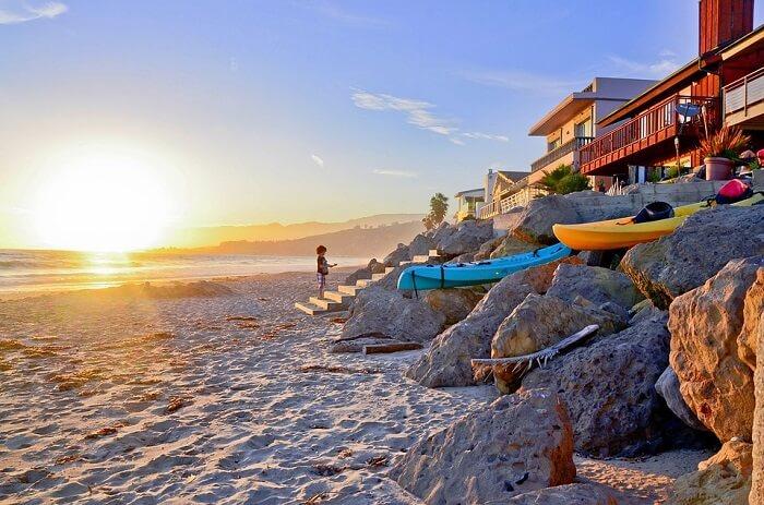 Sunbathe at the beach in los angeles