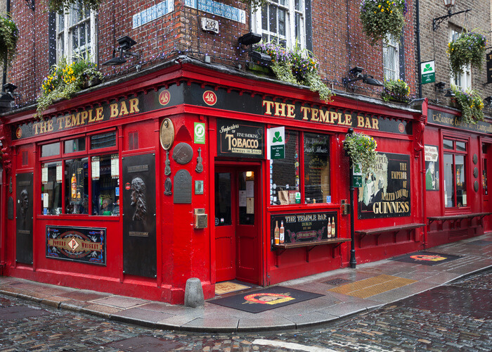 traditional bar on temple street