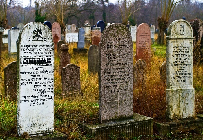 Tour abandoned Jewish cemeteries in budapest Hungary