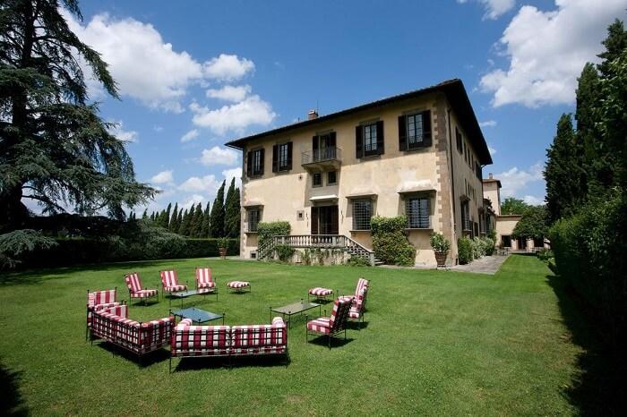 Outside view of Renaissance villa