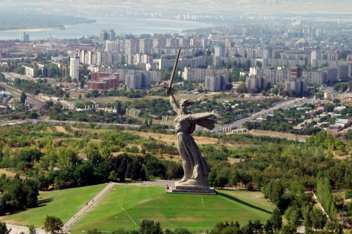 Volgograd_and_the_Motherland_statue