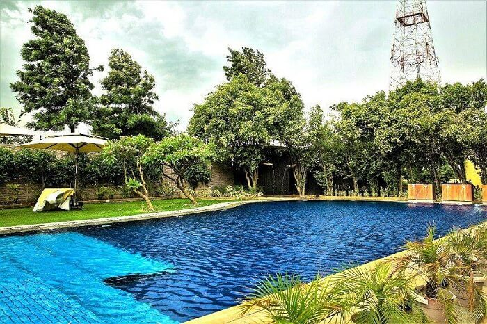 pool in aravali resort