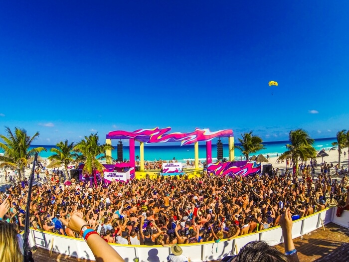 cancun party festival