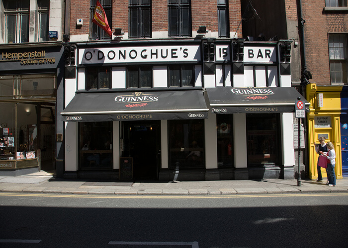 Traditional pub in dublin