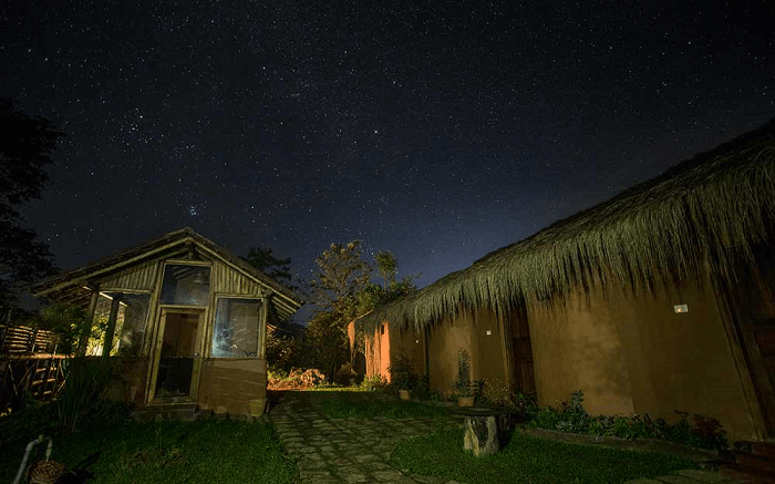 Deshadan Eco-Valley Resort at night