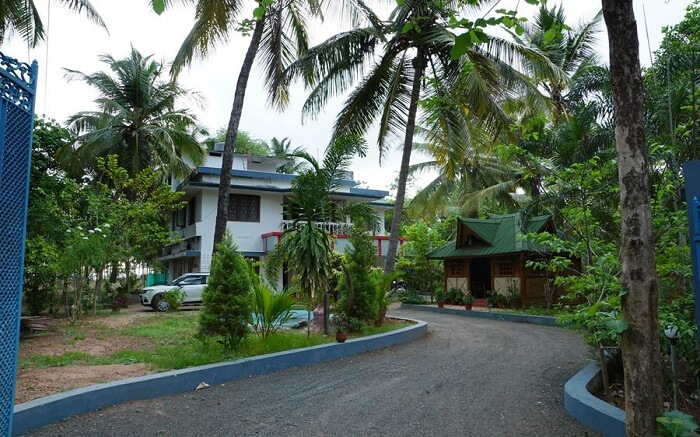 Entrance of Meenkunnu Beach Resort ss11052017