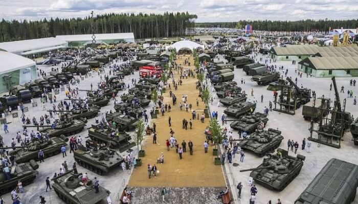 Grab some Putin accessories At 'Military Disneyland' in Russia