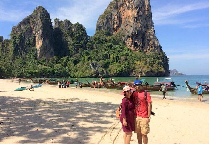 couple on phi phi island