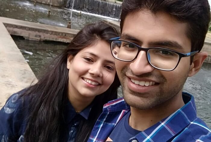 couple in pahalgam clicking selfie