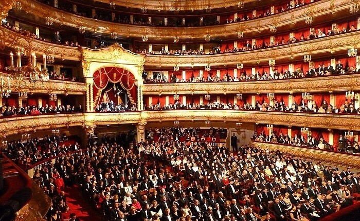 Watch a live ballet or opera performance at Bolshoi Theatre