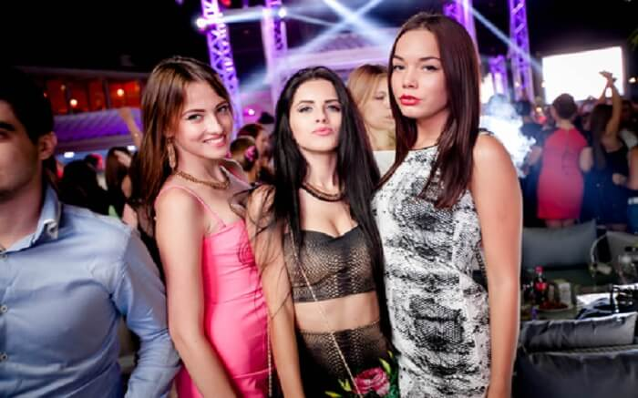 acj-0406-nightlife-in-russia (5)