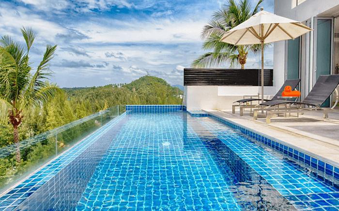 infinity pool at Villa Napalai
