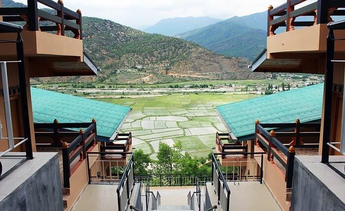 provides splendid views of the surroundings