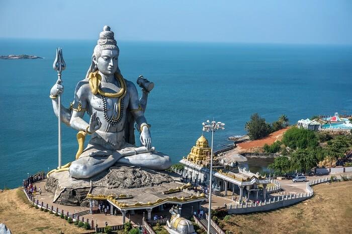 awe-inspiring colossal Shiva statue