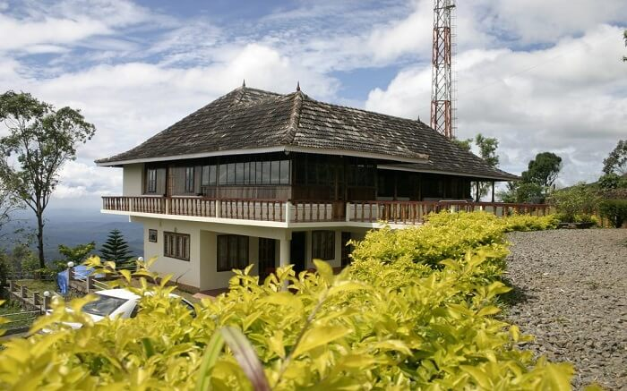 the lovely Wood Palace Resort amind tea gardens