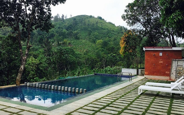 the swimming pool of Holiday Vagamon