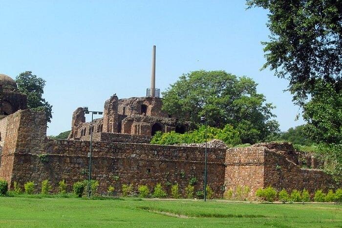 800px-Ashokan_Pillar_at_Feroz_Shah_Kotla,_New_Delhi