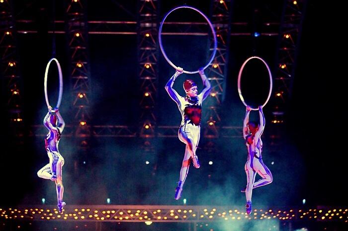 Cirque Du Soleil acrobats