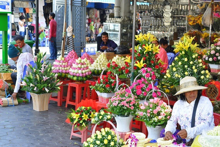 Go shopping at Phsar Thmey phnom penh
