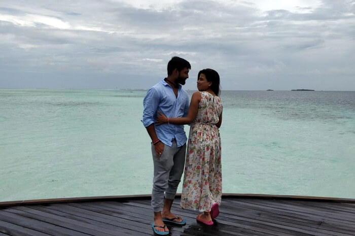 couple looking at each othe rin maldives