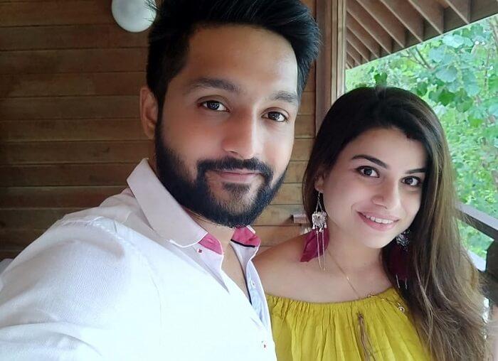 couple in olhuveli resort