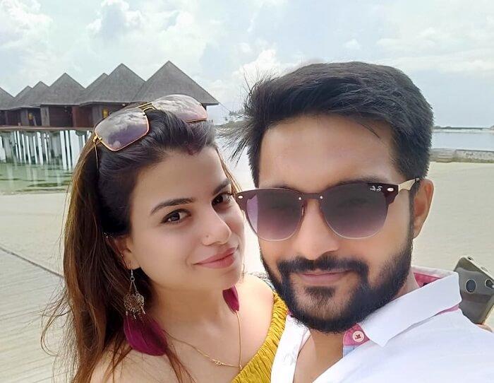 couple outside olhuveli resort