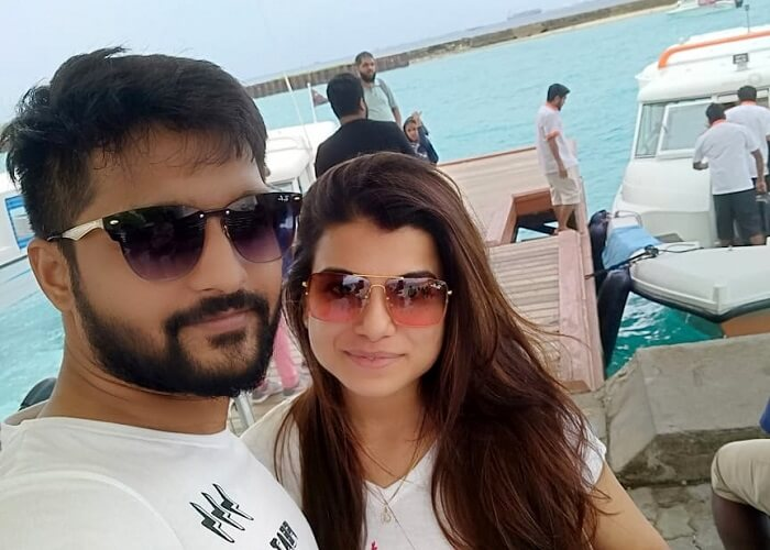 couple on dolphin cruise