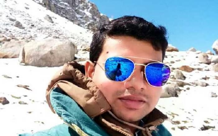 man clicking selfie in solang