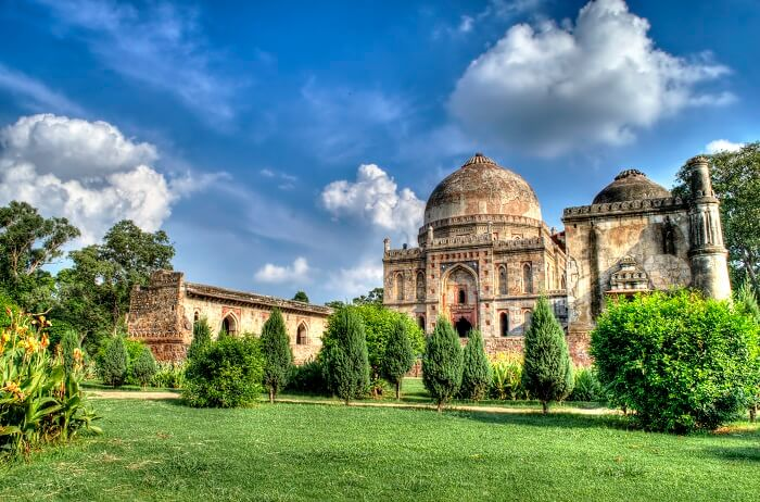 Lodhi_Gardens_on_a_sunny_day