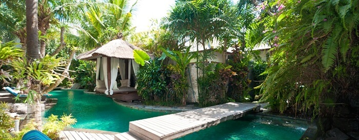 offers traditional Balinese meals