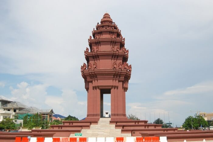 Visit the Independence Monument phnom penh